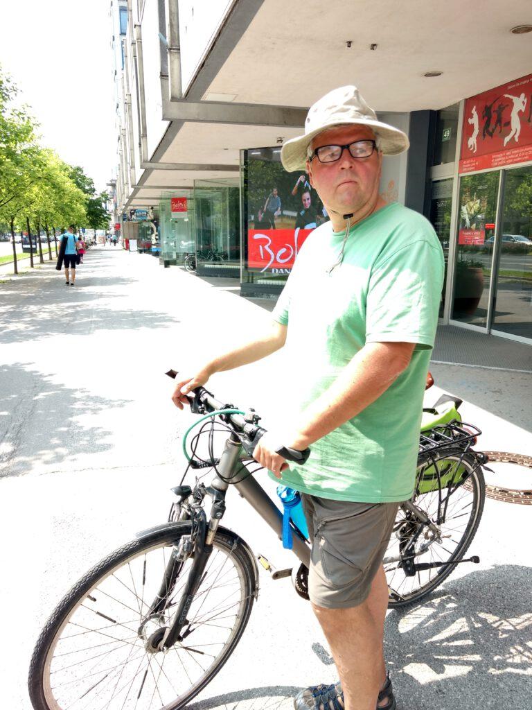 Günter mit dem Fahrrad